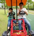 2014年6月1日(日)、日帰り修養会。松都(ソンド)子ども公園。片方はすわってるだけとか。