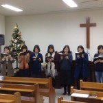 2014年12月22日(日)、クリスマス祝会。ルツ会の合唱。