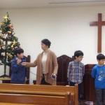 2014年12月22日(日)、クリスマス祝会。日曜学校の暗唱聖句リレー。