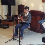 16年12月25日(日)、クリスマス祝会。ギター演奏。