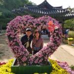 17年10月15日(土)、日帰り修養会。菊祭り。ベテラン夫婦なのに、恋人みたいにラブラブ。