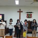 18年12月23日(日)、クリスマス祝会のルツ会(婦人会)賛美。