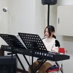 19年12月22日、クリスマス祝会のピアノ演奏。